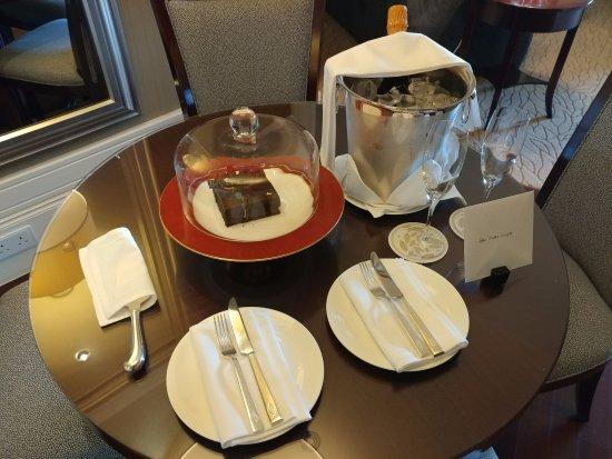 Four Seasons Hotel Macau, Cotai Strip: Surprise from the hotel!