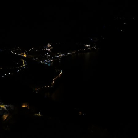 Hotel Ristorante Garden: Night time view of Amalfi from our room