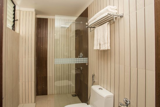 Bathroom picture of yatri suites and spa kathmandu for Bathroom suites direct