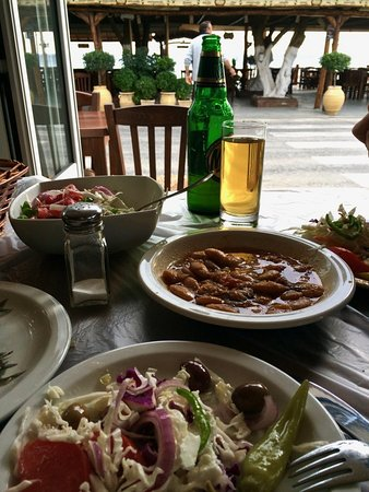 Vatera, Grécia: Greek Salad and Gigantes