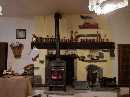 Montjovet, Italy: la sala interna del ristorante
