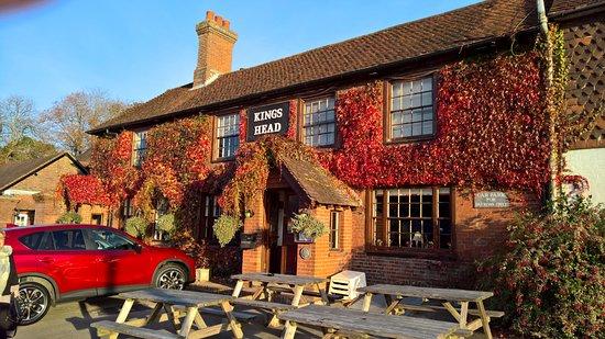 East Hoathly, UK: The Kings Head in Autumn