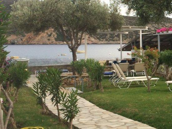 Agrilia - Apartments & Studios: Vue sur la baie de Vathi