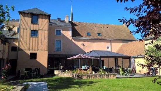 Cheville, Francia: La vue de l'hôtel, côté jardin