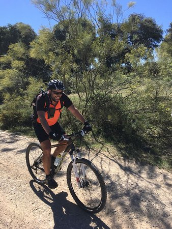 Hike + Bike the Sierras - Day Tours: Wayne de gids