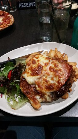 Marion, Avustralya: My Spargo's Parmy with BBQ sauce, was so satisfying