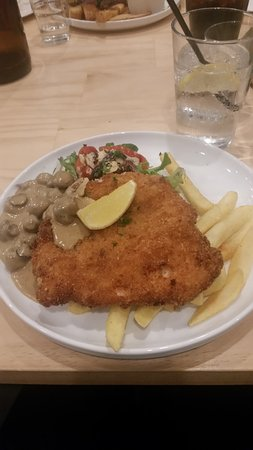 Port Noarlunga, Australia: My schnitzel, mushroom sauce was very good, not enough chips