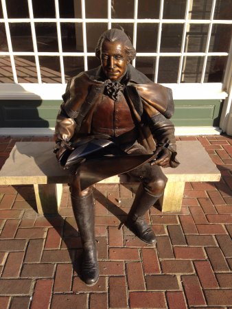 The Smithfield Inn Bed and Breakfast, Restaurant and Tavern: I believe this is a statue of Washington with the Declaration of Independence