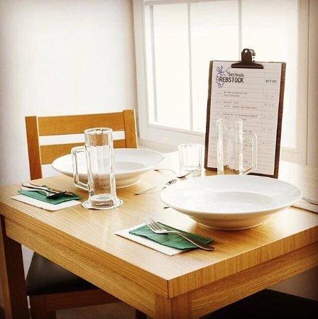 Klingnau, Schweiz: Tisch im Rebstock