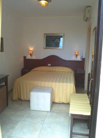 Camera Matrimoniale A Olbia.Camera Matrimoniale Piccola Picture Of Hotel Abbaruja Olbia