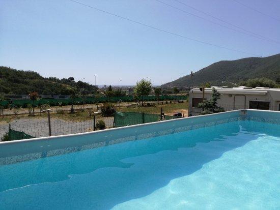 Toirano, Italy: Piscina vista mare