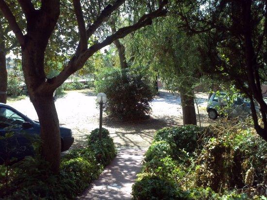 Hotel Abbaruja: Parcheggio Hotel interno chiuso