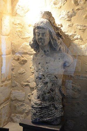Nogent-le-Rotrou, ฝรั่งเศส: statue dans le musée