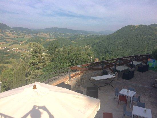 """La bella vista di loungebar """"i due pini"""" a Castello in Frontone"""