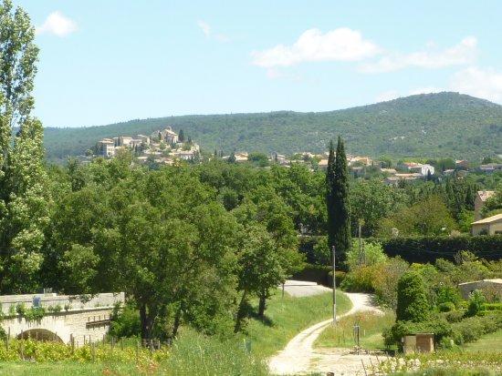 Venasque, Frankrig: Vue du village de Méthamis
