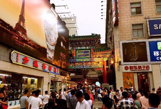 FengYiZuShi WangFuJing MeiShi GuangChang