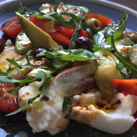 Chipperfield, UK: Fresh Burrata with Avocado and Summer Salad