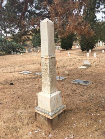 Old Kernville Cemetery : Headstones in cemetery