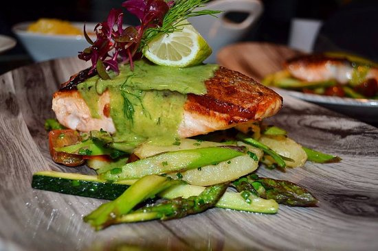 The Playwright Marbella: Salmon with dill sauce