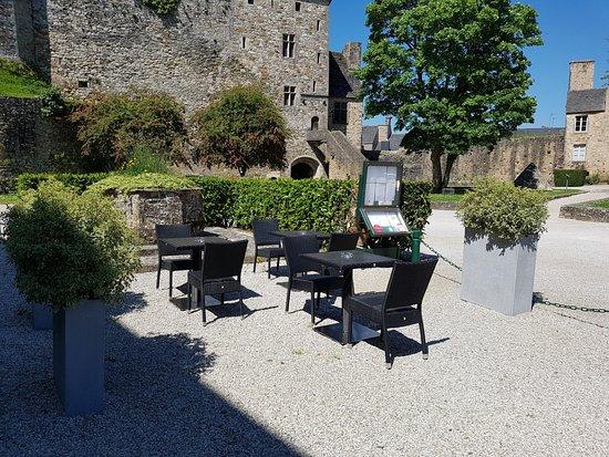 Bricquebec, Francia: terrace exterieur
