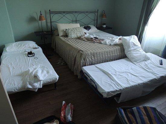San Donato in Poggio, Italië: chambre louée à 140 euros sans climatisation avec le restaurant juste en dessous