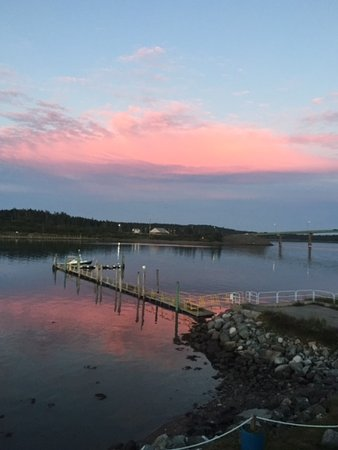 Water Street Tavern & Inn: International bridge to Campobello