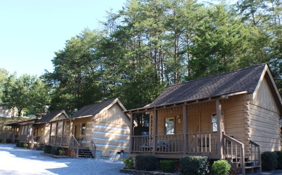 Mill Creek Resort: Our Cozy cabins with a queen size bed and a full over twin bunk bed. Kitchen and private bathroo