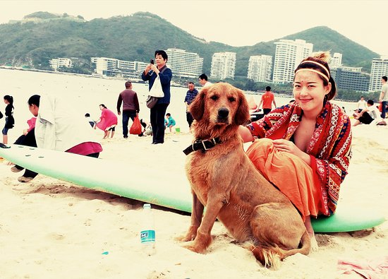 Blue Sky International Youth Hostel: On the beach with Da Huang