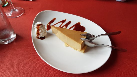 Ye, Spanien: Tarta de gofio. The cherry on top of our food experience in the restaurant.