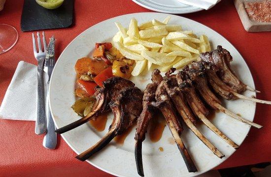 Ye, Spanien: Lamb ribs. So flavourful!