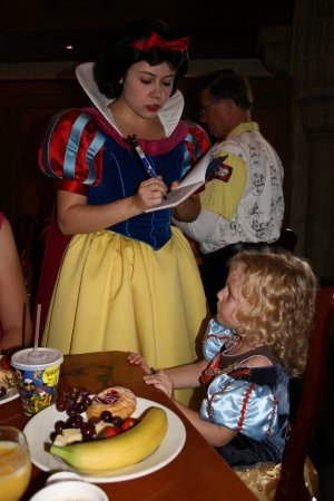Akershus Royal Banquet Hall : Snow White @ Akershus character meal breakfast