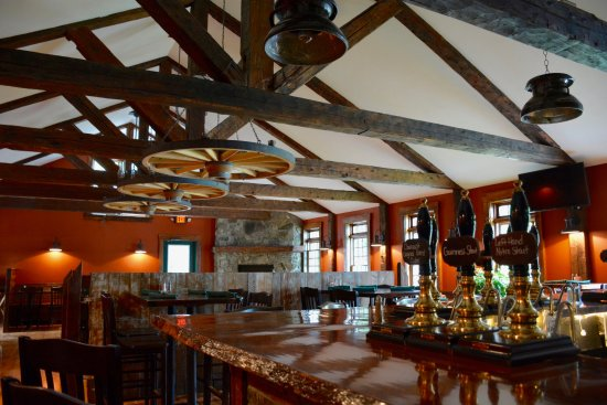 Lyme, นิวแฮมป์เชียร์: The Main Dining Room at the Latham House Tavern
