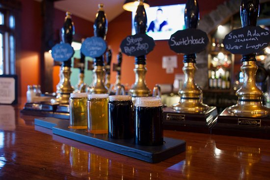Lyme, นิวแฮมป์เชียร์: Beer Flights offered at the Latham House Tavern