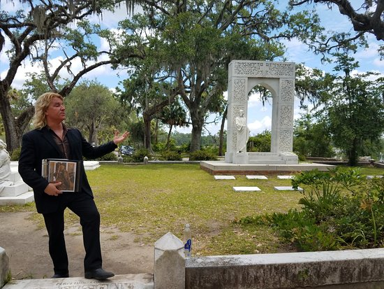 Bonaventure Cemetery Journeys w/ Shannon Scott: Shannon Scott graveside.