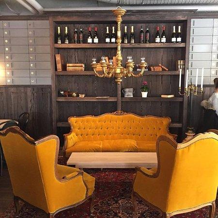 Sigtuna, Sweden: Super cozy sofas!