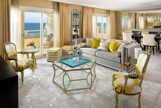 Manalapan, FL: Commander-in-Chief Suite Living Area