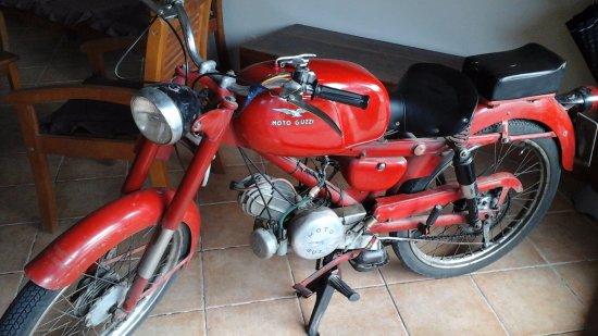 Francavilla di Sicilia, Italia: Moto ingresso locale