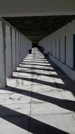 Amargosa Opera House and Hotel: Walkway outside rooms