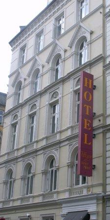 Hotel Tiffany : Front entrance