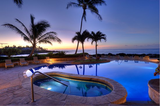 Whalers Cove Oceanfront Resort: Pool at dawn