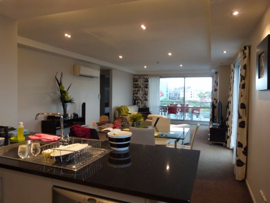 Focus Motel & Executive Suites: Standing in the kitchen looking out at the open plan area