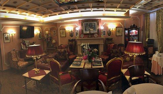 Hotel Vittoria: Saletta adiacente al bar