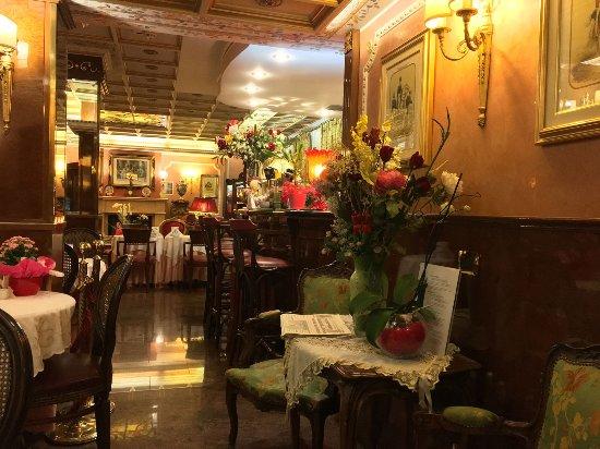Hotel Vittoria: Arez colazione e vista bancone bar