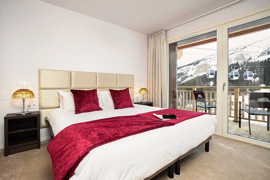 Chambre avec lit double picture of hotel le mottaret for Chambre 9m2 lit double