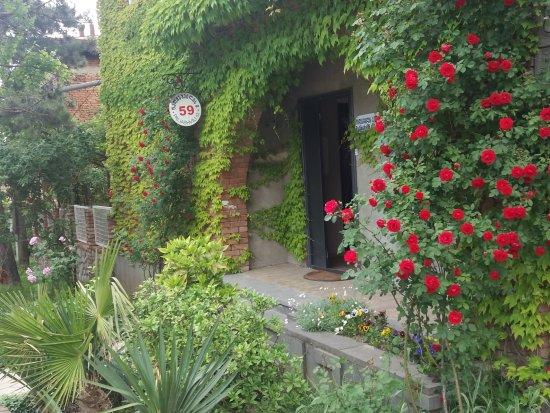 Neli & Zaal Guest House