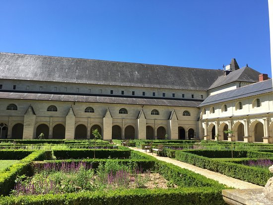 Fontevraud-l'Abbaye, France: photo2.jpg