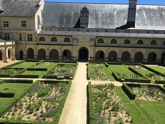 Fontevraud-l'Abbaye, France: photo6.jpg