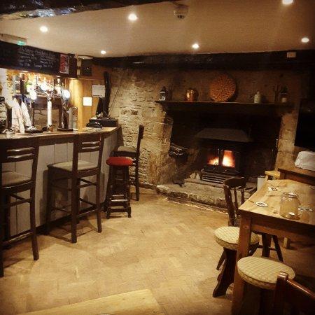 The Wheatsheaf at Oaksey: Bar