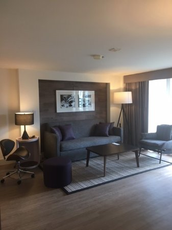 Warwick Denver Hotel: Beautiful Suite Living Room - Really Enjoyed It