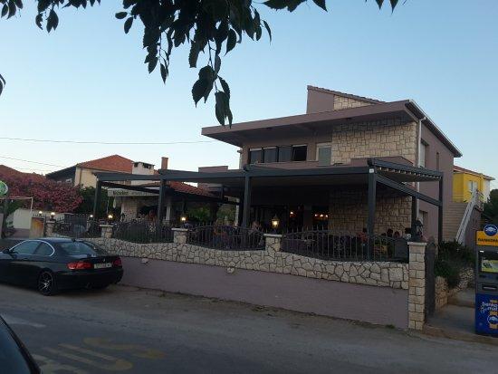 Slatine, Croazia: Restaurant Neverin